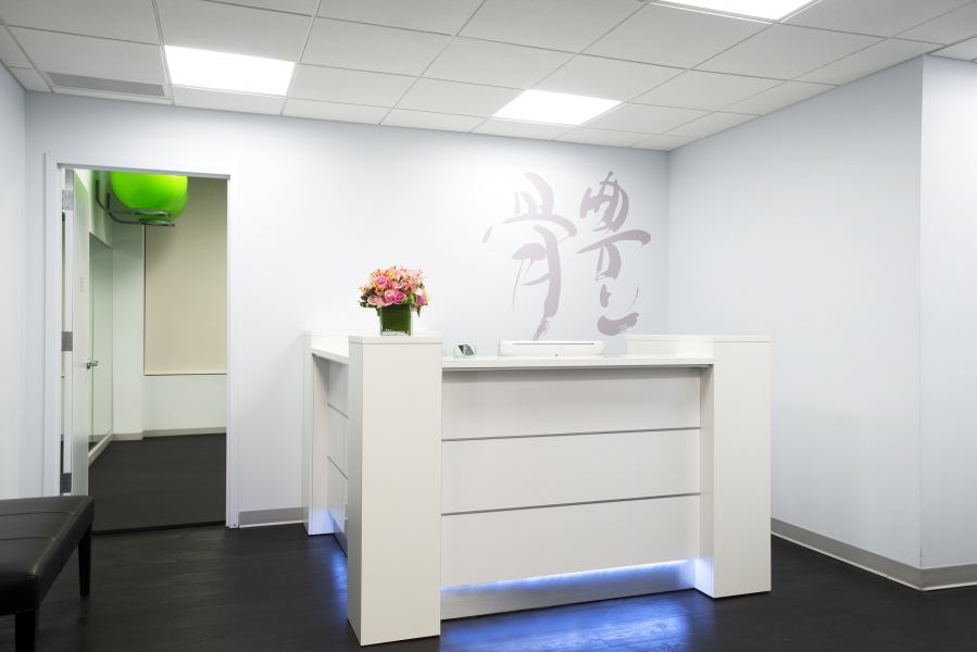Chiropractor NYC receptionist image